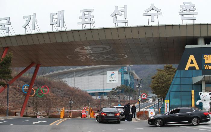 진천선수촌 외부인 출입 통제 [사진 출처 = 연합뉴스]