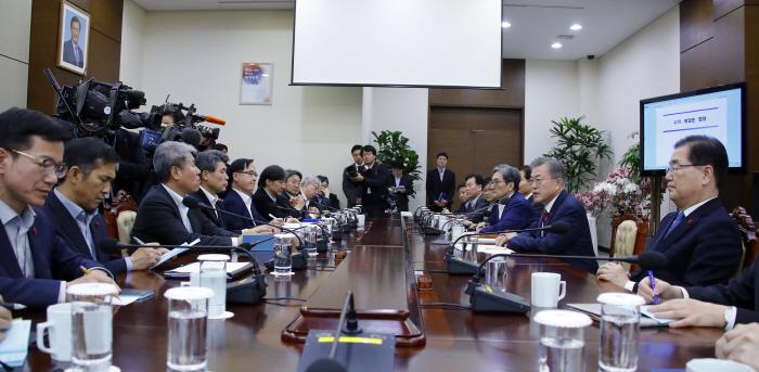 문 대통령, `올해 첫 수석·보좌관 회의`  [사진 제공 = 연합뉴스]