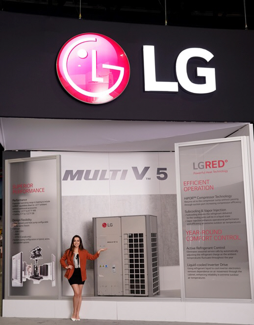 LG전자가 현지시간 14일부터 16일까지 미국 조지아주 애틀란타에서 열리는 북미 최대 공조전시회 AHR 엑스포 2019에서 시스템 에어컨 대표제품 '멀티브이 5세대' 제품을 소개하...