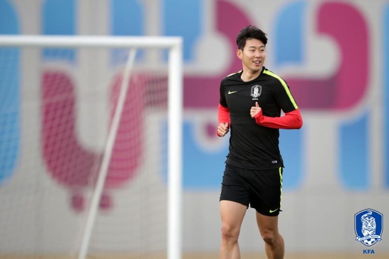 바레인은 한국을 상대로 역대 2번째이자 서아시아 개최대회로는 첫 아시안컵 8강 진출에 도전한다. 손흥민이 한국 바레인전 대비 훈련에 임하는 모습. 사진=대한축구협회 제공