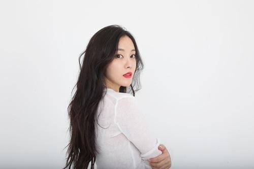 효민이 '으음으음(U Um U Um)' 발매 기념 인터뷰에서 가수 10년 활동을 색으로 표현했다. 사진=써브라임 아티스트 에이전시