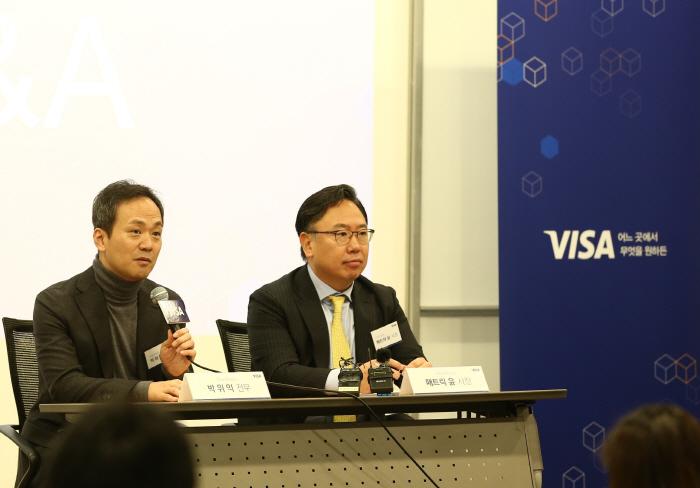 (오른쪽부터) 패트릭 윤(Patrick Yoon) 비자코리아 사장, 박위익 비자코리아 전무 [사진제공 = 비자코리아]
