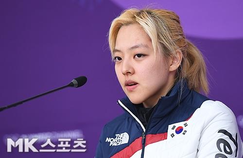 1년전 평창 올림픽 당시 여자 스피드스케이팅 팀추월서 왕따논란으로 지탄의 대상이 된 김보름(사진)이 19일 SNS에 지난 1년간의 느낌 그리고 노선영에 대한 진실을 촉구하는 글을 ...