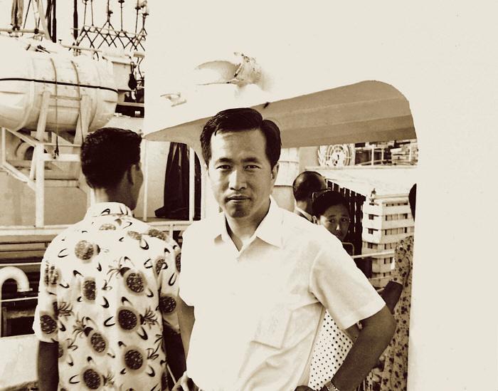 1969년 8월 동원의 최초 어선인 `제31동원호` 출어식에 참석한 김재철 회장. [사진 제공 = 동원그룹]