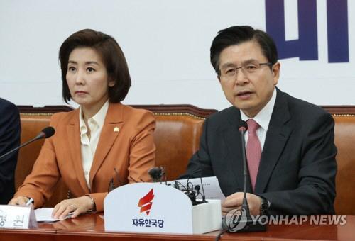 황교안 자유한국당 대표(오른쪽) [사진출처 = 연합뉴스]