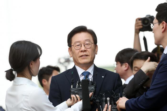 1심 선고공판 출석하는 이재명 경기지사. [사진제공 = 연합뉴스]