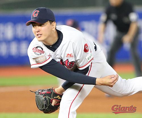 비록 패전투수가 됐지만 롯데 김원중(사진)은 팀의 장기적 시선에서 의미 있는 피칭을 했다는 평가다. 사진=롯데 자이언츠