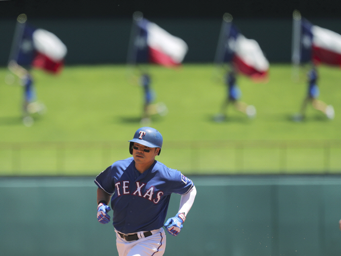 Texas Rangers Shin-Soo Choo (17) runs the bases on a solo home run in the first inning of a baseball...