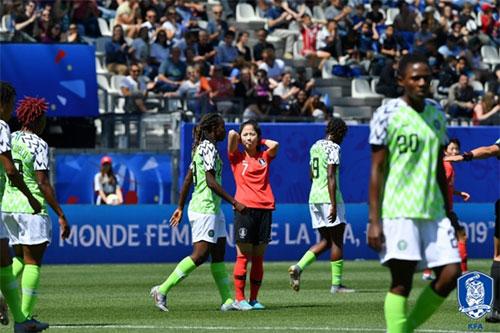 대한민국은 12일 오후(한국시간) 가진 2019 FIFA 프랑스 여자월드컵 조별리그 A조 2차전에서 나이지리아에 0-2로 졌다. 오는 18일 노르웨이전에서 대승을 거둬야 16강 진...
