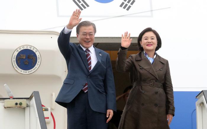 문 대통령, 스웨덴 도착 [사진출처 = 연합뉴스]