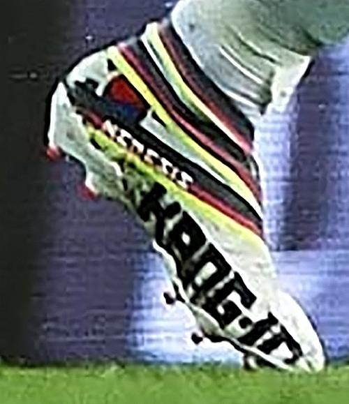 이강인이 축구선수로는 세계 최초로 네메시스 19+ 폴라라이즈 팩을 받았다. 선수 이름과 태극기 등을 디자인에 포함한 세상에서 단 하나뿐인 이강인을 위한 신발이다. ©사커 ...