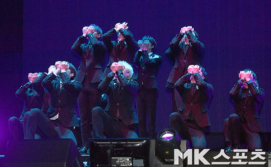 그룹 세븐틴이 타이틀곡 '독:Fear' 무대를 선보였다. 사진=MK스포츠 옥영화 기자