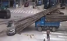 급브레이크에 창처럼  날라간 대나무들 '소름'