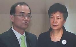 """문무일 """"박 전 대통령,  헌법 위반했다"""""""