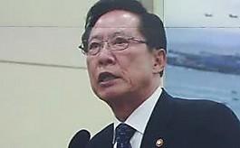 """송영무 """"김관진 석방, 참 다행""""  벌써 두 번째 엇박자"""
