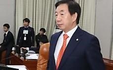"""임종석·김성태, 기싸움  팽팽…""""발언대에 서세요"""""""