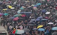 공항 시위 앞둔 '홍콩 시위대', 경찰과 충돌