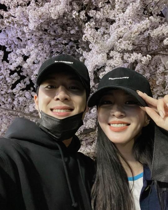 한예슬♥류성재 '셀프' 공개열애…더할 나위없이 쿨하고 ...