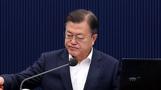 '문심' 잡으려다 '민심' 돌아설라, 금기 깨고 대통령 비판