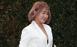 """뉴욕타임스 """"박나래, '서구 기준' 성희롱 아닌 웃어넘길 일"""""""