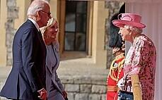 """""""여왕앞에서 선글라스? 무례""""…바이든에 뿔난 英"""